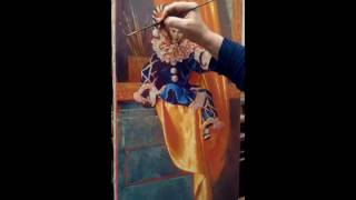 Кукла на тумбочке с золотой драпировкой