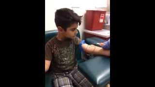 Video Brave 5yr old kid gets blood work! Lots of Blood. Phlebotomy blood draw using Butterfly on child download MP3, 3GP, MP4, WEBM, AVI, FLV Januari 2018