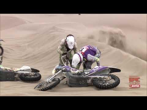 When your motorcycle breaks down in the Dakar dunes!