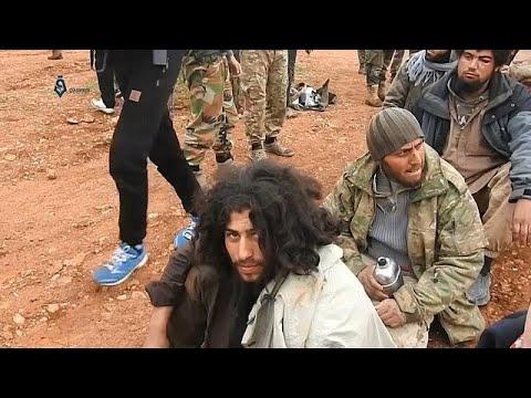 شاهد: المئات من قوات داعش يسلمون أنفسهم لقوات المعارضة السورية