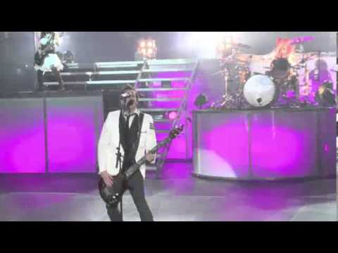 Skillet - Awake and Alive (Live)