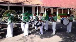 SMP3 Cikut : Mengheningkan Cipta (Drumband)