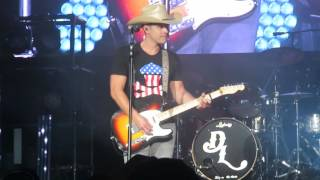 """Tailgate Watch: Dustin Lynch performs New Song """"Love Me or Leave Me Alone"""""""