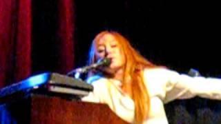 Tori Amos Strong Black Vine Orlando 2009