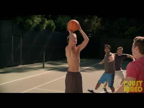 Johnny Simmons Goes Shirtless for 'Late Bloomer' Basketball   Exclusive !