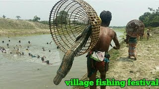 Big fish hunting by traditional way. Primitive fishing video 2019
