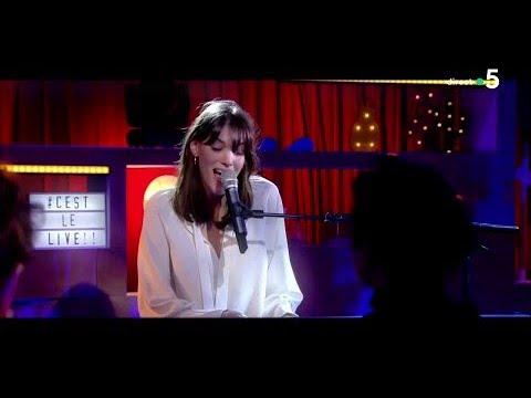 """Le live : Charlotte Cardin - """"Main Girl"""" - C à Vous - 08/03/2018"""
