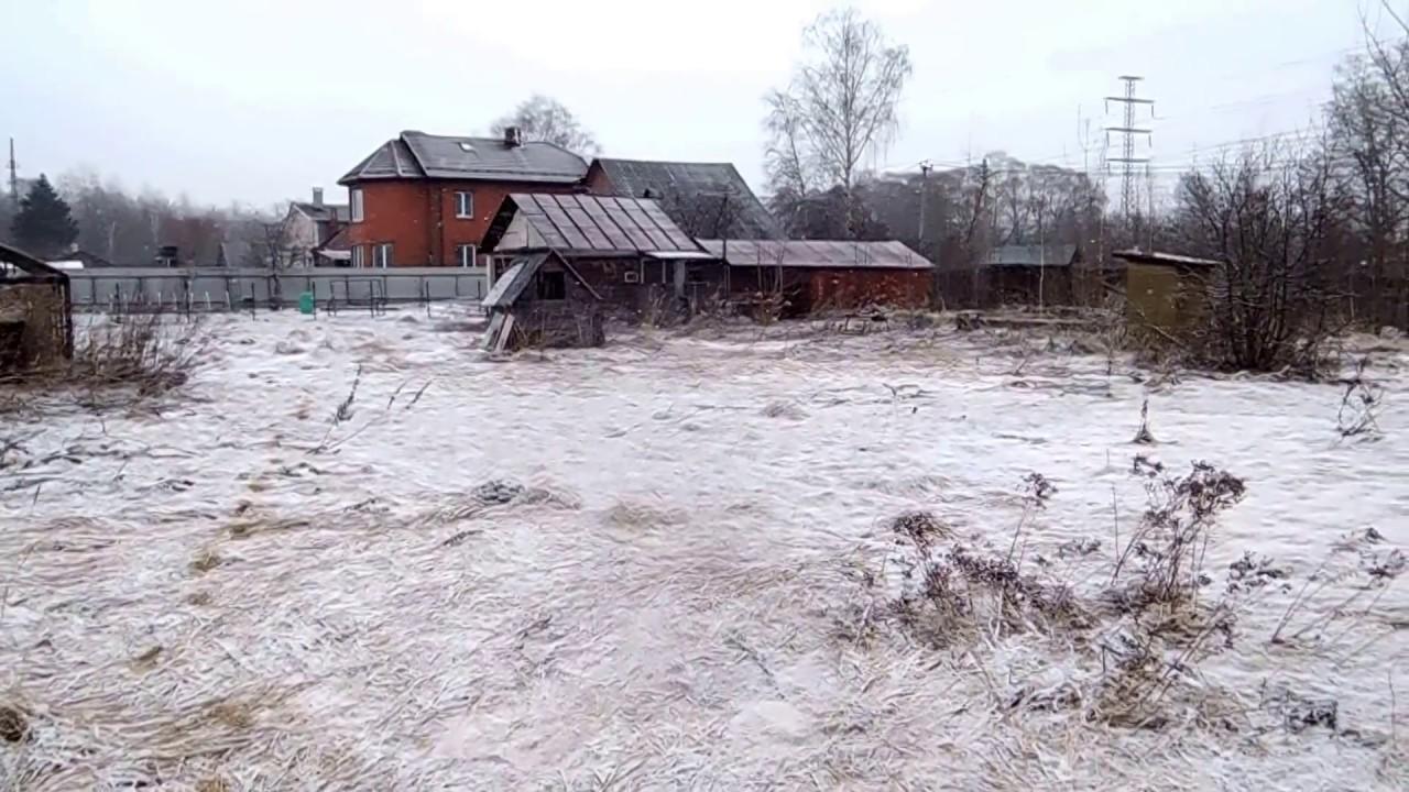В Павловском Посаде крышу отремонтировали только на бумаге - YouTube
