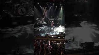 Machine Gun Kelly MGK performs NUMB for Chester Bennington live in Dublin on first date of 27 tour Video
