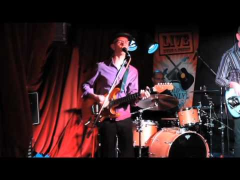 Rikki Don't Lose that Number performed by Matt Roberts Trio live