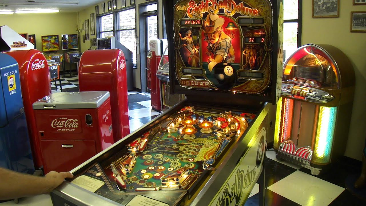 eight deluxe pinball machine for sale