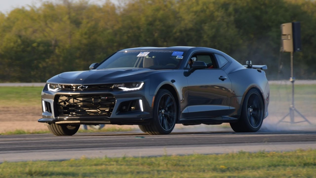 2017 Camaro Zl1 Vs C6 Corvette Z06 In A 1 2 Mile Shootout