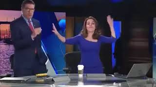 رقص زیبای کارمندان فاکس نیوز آمریکا با آهنگ جنتلمن ساسی -شهلا زمردی