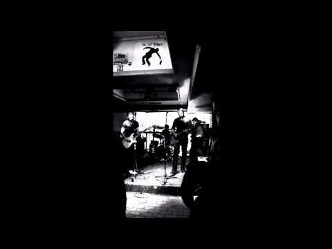 Huis Clos - Le chat - Piranha Bar - Montreal
