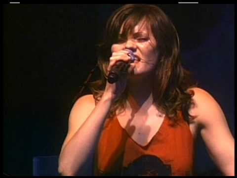 THE DONNAS  Fall Behind Me 2009 LiVe