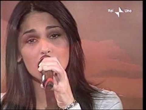 Anna Tatangelo - Volere Volare @ SANREMO 2003 (1^ Serata)