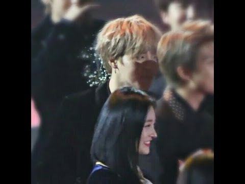 Jimin looked at Kyulkyung / BTS Jimin & PRISTIN Kyulkyung moments @ 27th Seoul Music Awards