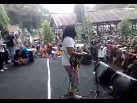 Lookman and Jawaica - Pasukan Lipstik Warna Merah Jambu (Live In Curug Sewu,Sukorejo,Jawa Tengah)