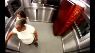 Spaß im Aufzug mit dem Sarg- Прикол в лифте с гробом..mp4