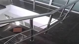 видео Нержавеющая фурнитура для лестниц и лестничных ограждений