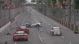Carros batem em alta velocidade durante corrida na China