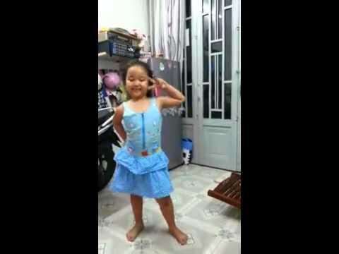 """""""Con Bướm Xinh""""phiên bản bé 6 tuổi nhảy cực sung"""