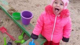 Куличики из песка. Играем в детском саду.