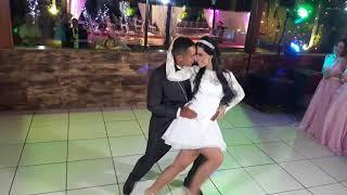 Noivos dançam música do filme Ritmo Quente, Time of my Life