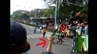 BONEK Lemparkan Nasi Bungkus Kepada Suporter Persela AWAY Kediri