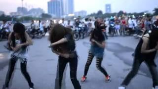 Hai nhóm nhảy Việt Nam giành giải cao trong cuộc thi của 2NE1