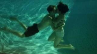 Justin Bieber and Selena Gomez kissing underwater!