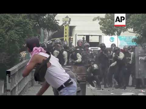 Anti-Maduro demonstrations turn violent in Caracas Mp3