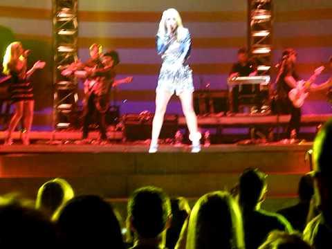 "Carrie Underwood - ""Single Ladies"" Lexington, KY"