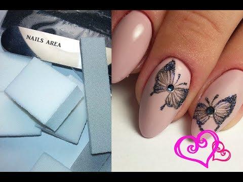 бабочка на ногтях