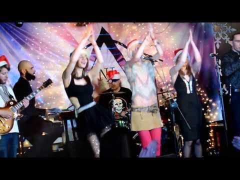 Смотреть клип NEW YEARS FUNK PARTY онлайн бесплатно в качестве