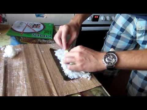 Как приготовить роллы дома видео