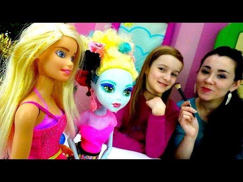 Игры одевалки. Куклы Монстер ХАЙ и БАРБИ в Салоне Красоты! НОВОГОДНИЕ платья и макияж! Детское видео