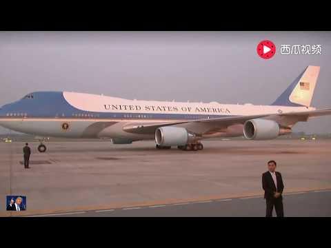 特朗普在越南下飞机,场面超壮观