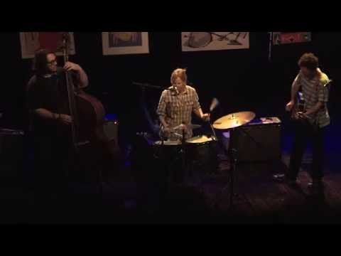 Yo La Tengo - Friday I'm in Love [The Cure] (Live in London)