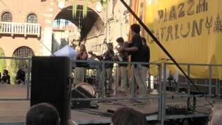 """Tocatì 2015 - Il gruppo musicale catalano Ministrers del Sabre esegue """" Sette Passi """""""