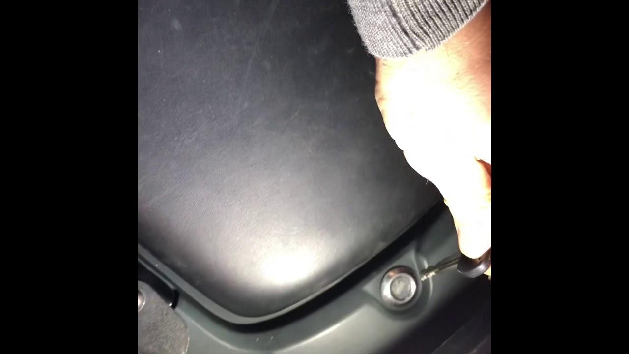 Honda CBF 600 SA fuse box and battery access - YouTubeYouTube