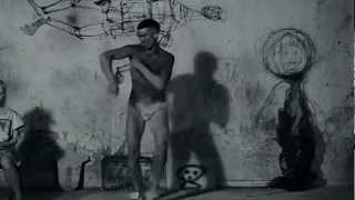 Din Daa Daa Wiggle Antwoord Manson Trommeltanz Dance