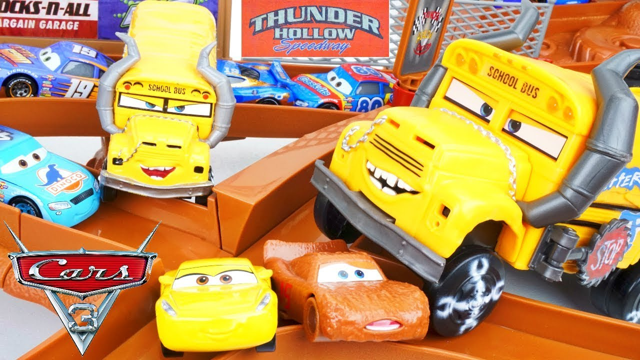 Cars 3 thunder hollow demo derby miss fritter criss cross crash race track chester whipplefilter - Coloriage cars 3 thunder hollow ...