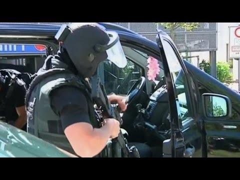 Gunman takes hostages in German movie theatre