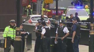 VERLETZTE: Auto rast in Absperrung vor Londoner Parlament