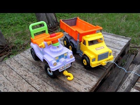 Даня играет в игрушки, чак, трактор, кубики, гоночные авто, самосвал и тд