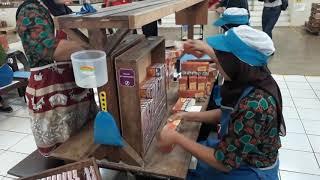 Aktivitas di pabrik rokok Djarum di kudus.