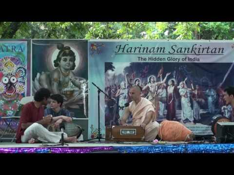 Rathayatra 2010 - Advaita Acharya das - Hare Krishna Bhajan - 5/14