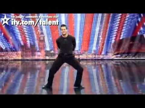 Chàng Trai Với Những Bước Nhảy Kinh Điển - www.HayQua.Oni.Cc