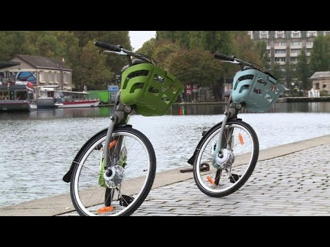 Vert ou bleu, le nouveau Vélib' présenté au public de Paris